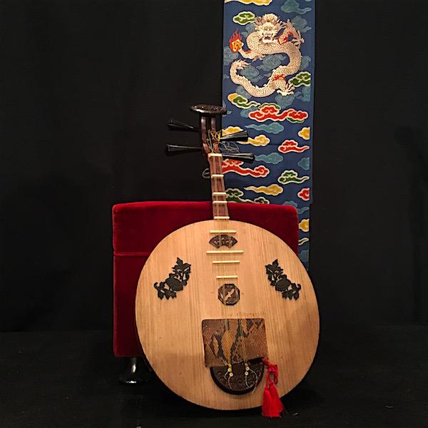 朗読と月琴で綴る「龍馬の手紙」舞台・帯と月琴