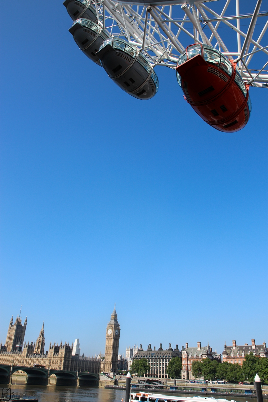 6Typical-Tourist-Big-Ben-mit-London-Eye
