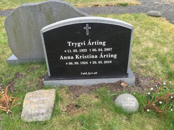 Gravsteinur_-_Trygvi_Árting
