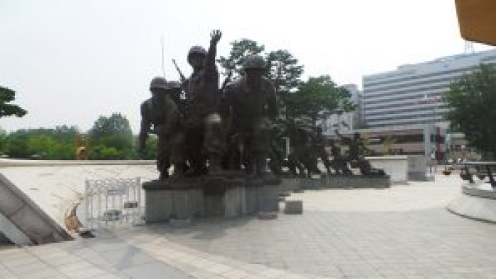 statut-war memorial korea