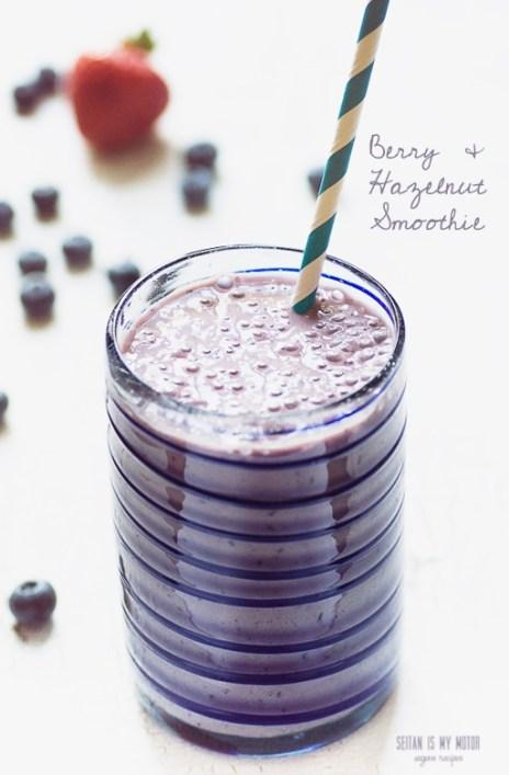 berry and hazelnut smoothie | www.seitanismymotor.com