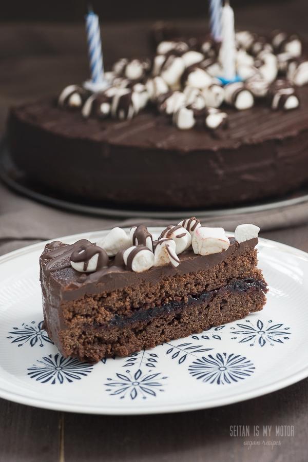 chocolate blackcurrant cake | www.seitanismymotor.com