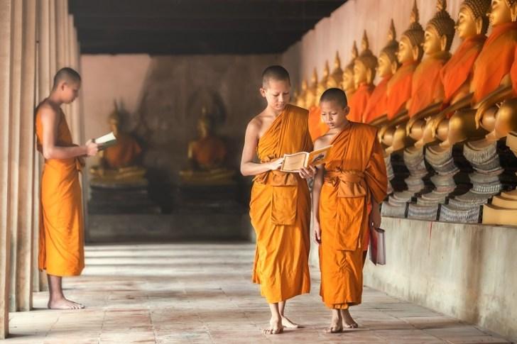 現在、タイには約3万の仏教寺院があり、約40万人の僧侶がいるといわれている。