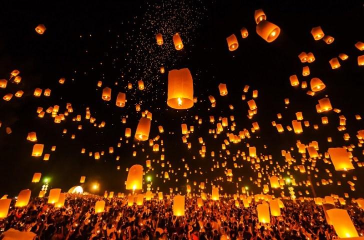 僕らの灯篭は無事空に舞い上がった。 みんなが、無事に旅ができますように。 僕らの灯篭は他のどれよりも高く飛んで行った……。