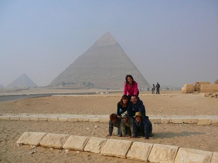 ピラミッドの前で人間ピラミッド。 これは日本にいた時からやってみようと思っていた