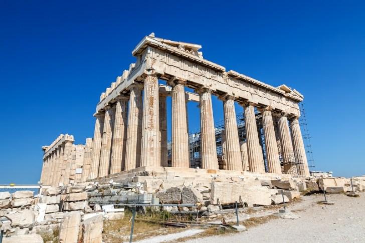 古代ギリシャの美術を代表するパルテノン神殿は、古代アテネの守護神・「アテナ女神」を祀った建物である