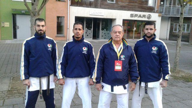 Equipe de Kata Adulto Masculino e Sensei Gersen - Andrew, Marcel e Rodrigo