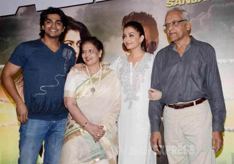 Aishwarya Rai Family Background, Daughter, Father and Mother Name