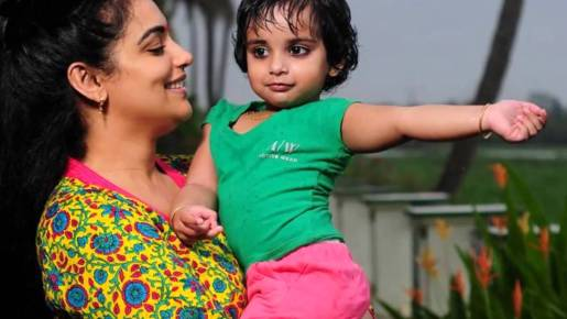 Shwetha Menon Family Photos, Daughter Pic, Biography