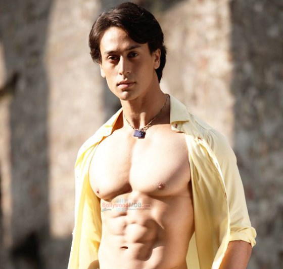 Tiger Shroff Family Photo, Father, Mother, Age, Real Name, Biography