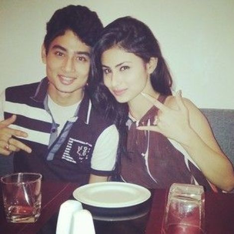 mouni-roy-family-husband-father-and-mother-name-biography