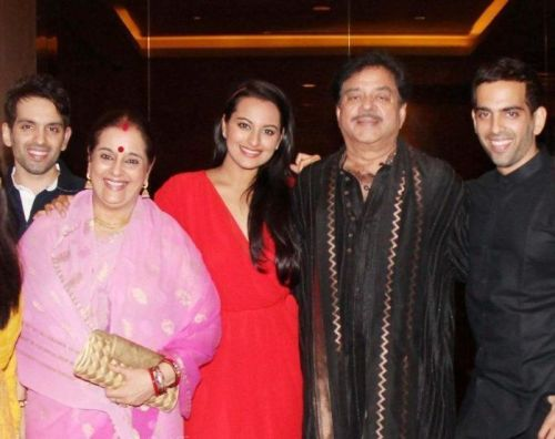 Poonam Sinha Family Photos, Husband, Daughter, Age