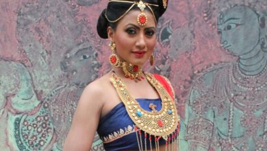 Nigaar Khan Family Photos, Father, Sister, Husband, Age, Height, Biography
