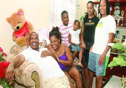 Dwayne Bravo Family Photos, Father, Mother, Son, Daughter, Age, Biography