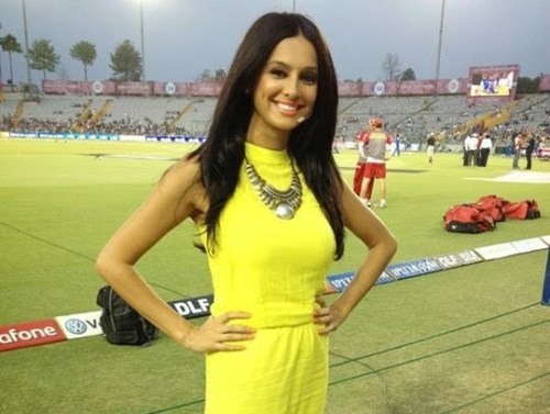 Hot Female Sports Anchors In IPL t20 2017 Season 10th, 02