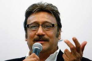 Jackie Shroff Family Photos, Father, Wife, Son, Daughter, Age, Height, Bio