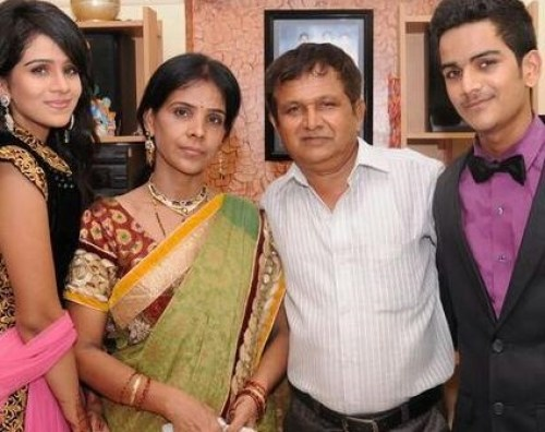 Fenil Umrigar Family Photos, Husband, Father, Mother, Age, Bio