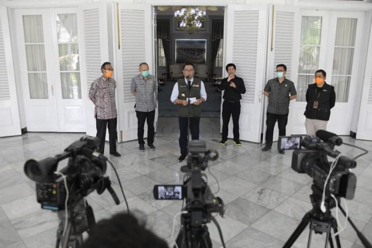 Foto: Gubernur Jawa Barat Ridwan Kamil memberikan keterangan pers seputar kondisi terkini COVID-19 Jabar, di Gedung Pakuan