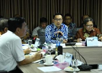 Foto: Gubernur Ridwan Kamil menjelaskan keberhasilan program Citarum Harum dalam rapat koordinasi bersama Menko Bidang Kemaritiman dan Investasi RI di Gedung Kemenko.
