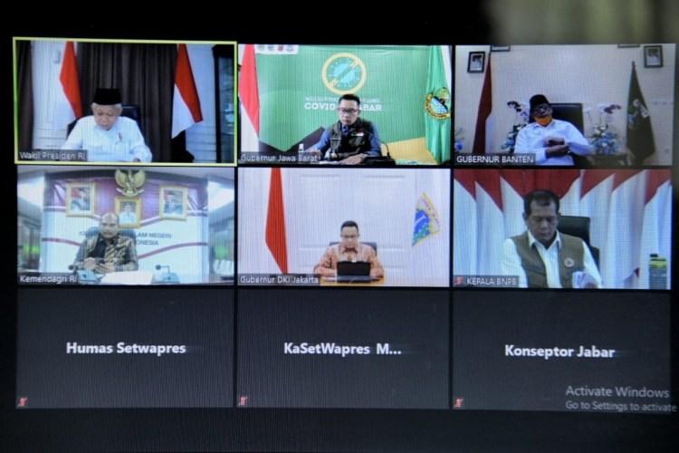 Foto: Gubernur Jabar Ridwan Kamil mengikuti Rapat Terbatas Koordinasi Lintas Provinsi bersama Wakil Presiden Republik Indonesia via video conference