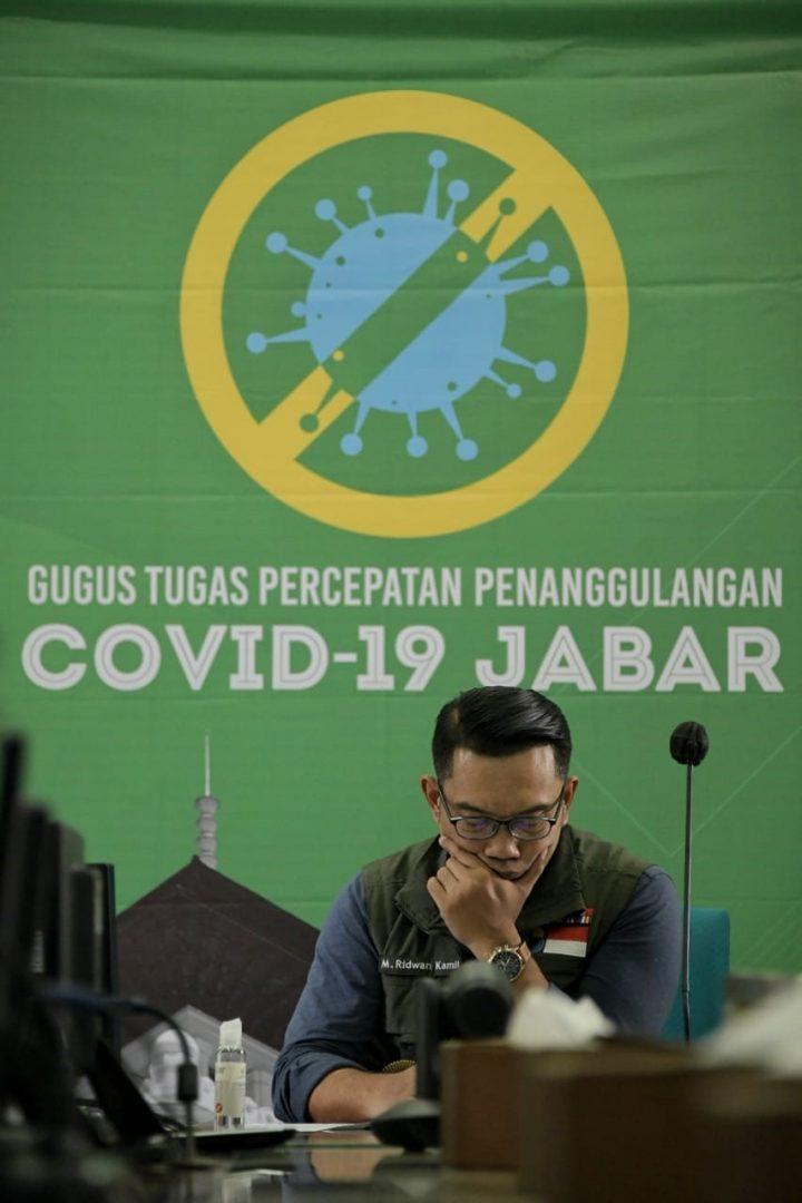 Foto: Gubernur Jabar Ridwan Kamil mengikuti Rapat Terbatas Koordinasi Lintas Provinsi bersama Wakil Presiden Republik Indonesia via video conference,