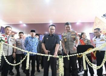 Foto: Gubernur Jawa Barat (Jabar) Ridwan Kamil meresmikan Gedung Direktorat Lalu Lintas (Ditlantas) Polda Jabar di Jl. Soekarno Hatta Kota Bandung.