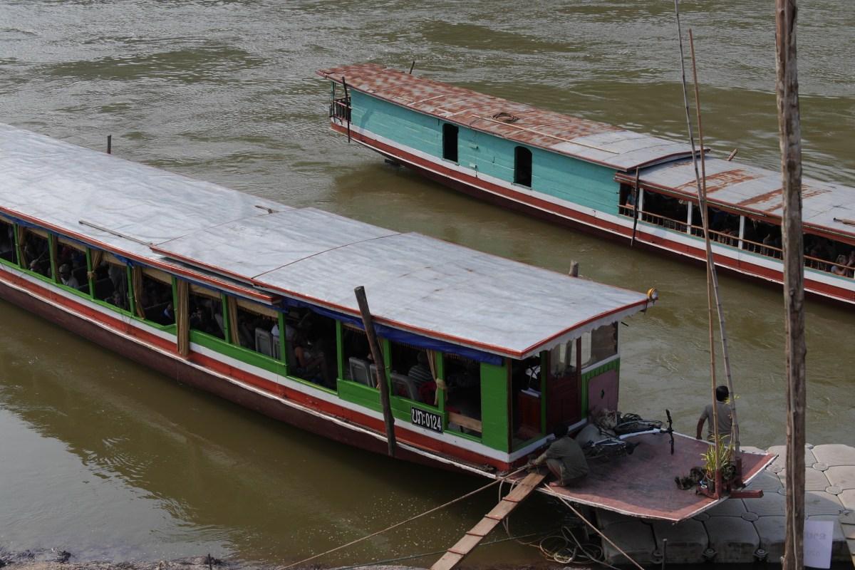 タイからラオスへ向かうスローボートトリップ 傷つくメコン川流域と非現実的に美しいクアンシーの滝