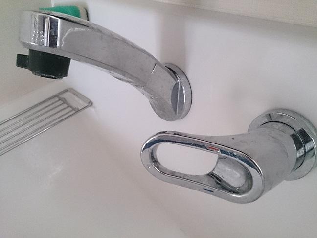 掃除前の洗面台