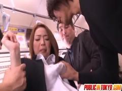 かすみりさが電車で痴漢に襲われるekkusubideo