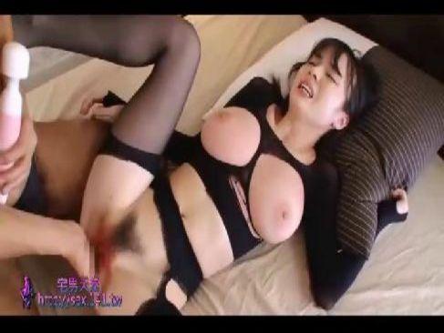 アダルト女優の大島あいるが全身タイツ姿で激しいピストンで巨乳を揺らしてるセックス動画無料