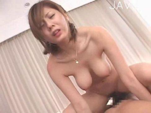 3Pで連続でおまんこを嵌められて痙攣絶頂してる麻美ゆまの激しいセックスのキョニュウウ 動画(無料