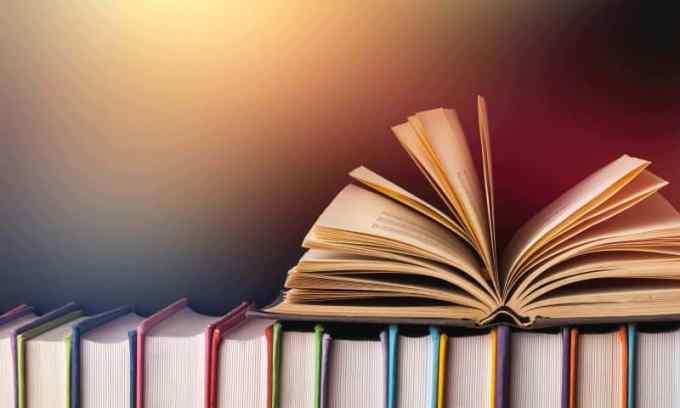Contoh Daftar Pustaka dengan Penulis Sama namun Judul Buku Berbeda