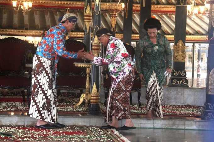 Contoh Teks Anekdot tentang Bahasa Jawa