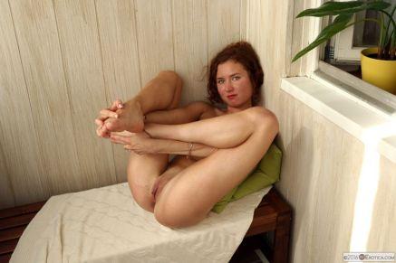 Lekker-ding-met-rood-haar-is-lenig-aan-het-doen-012
