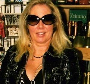 Roemruchte nymfomane, 47-jarige Antje C., uit Duitsland overleden