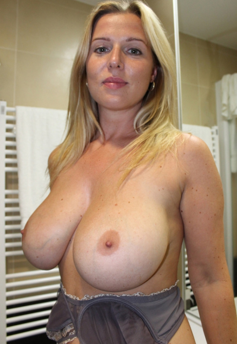 women-with-big-tits-sexy-topless-and-naked-9