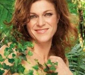 Belgische weervrouw, Jill Peeters, uit de kleren