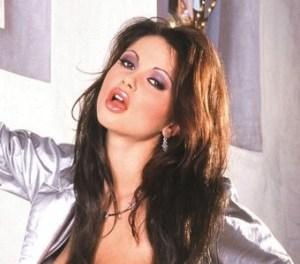 Veronika Zemenova, brunette met grote borsten