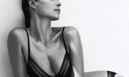 Christy Turlington sexy voor Calvin Klein