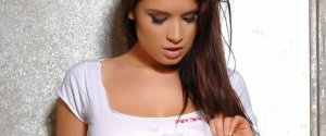 Kelly Andrews, een hete brunette
