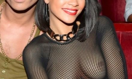 Rihanna doet aan doorkijk, het blijven mooie tieten