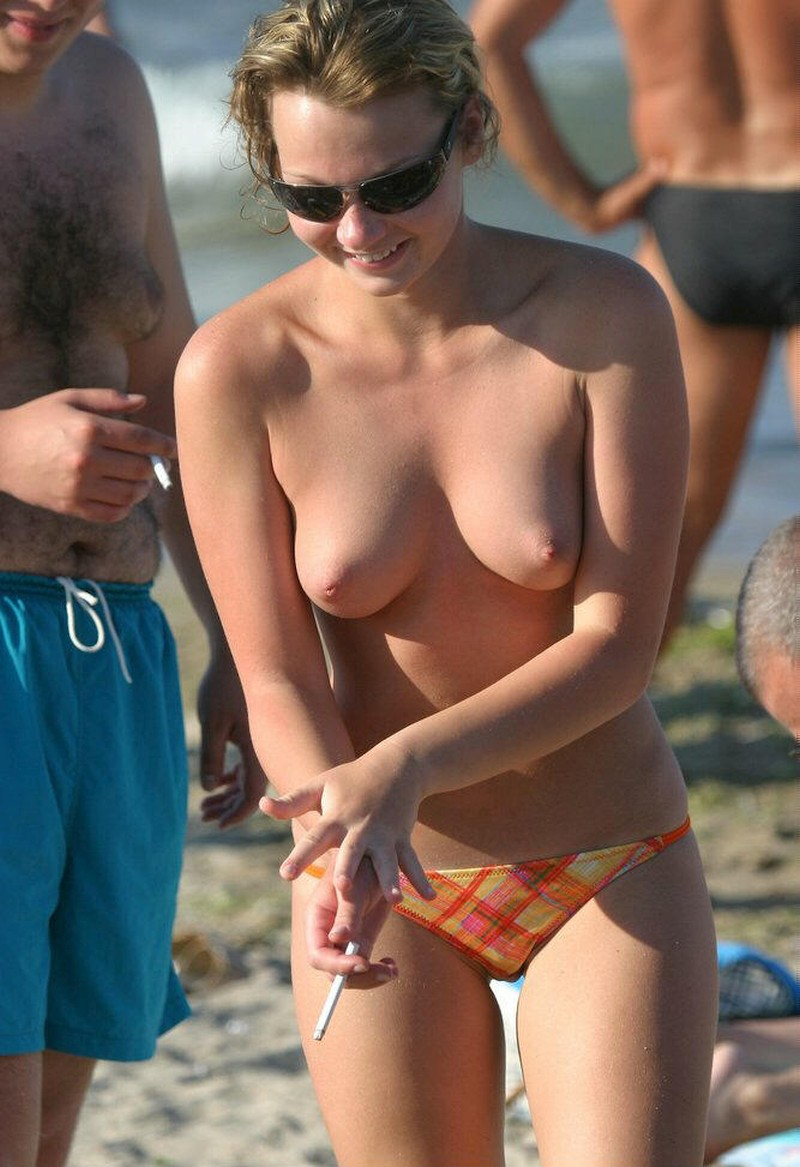 hot-amateur-busty-beach-babes-naked-and-topless--18