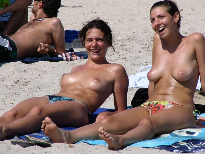 hot-amateur-busty-beach-babes-naked-and-topless--20