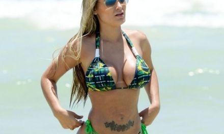 Andressa Urach, grote tieten, topless op het strand