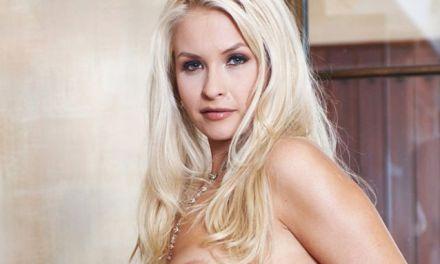 Angel Cassidy, sexy, blond en grote borsten