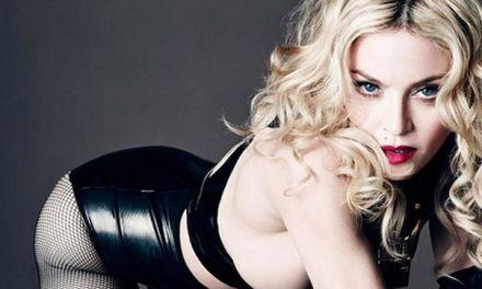 Madonna topless in de Italiaanse Vogue