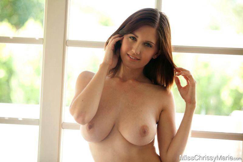 chrissy-marie-brunette-grote-borsten-naakt-14
