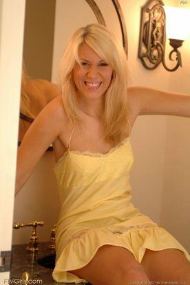 vicky-blond-mooi-en-naakt-105