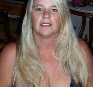 Volslanke vrouw, grote tieten, wil seks. Niets meer en niets minder