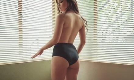 Emma Jade is erotisch en sensueel aan het doen